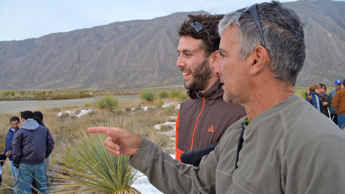 Graduate student Jorge Ramos (L) and Regents' Professor James Elser (R) meet near Poza Churince to discuss plans to film the Cuatro Ciénegas basin.