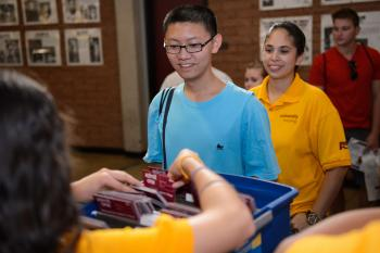 student receiving move-in information