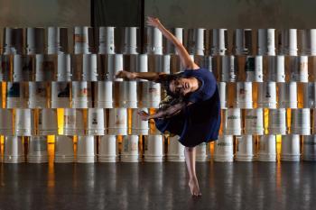 A Contra Tiempo dancer