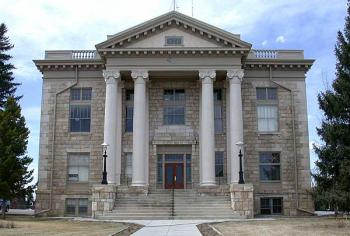 A photograph of a courthouse