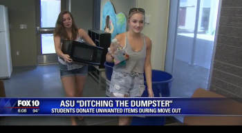 students donating dorm items