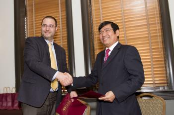 ASU and Vietnamese delegation sign MOU