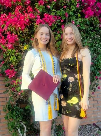 photo of Lara and Maren Eltze