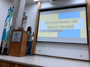 photo of Dreza giving presentation at Universidad del Valle