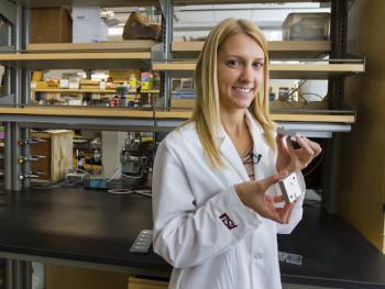 La Belle students lab research