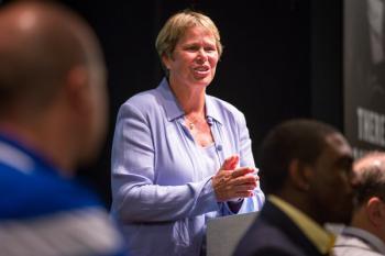 Phoenix Mercury vice president Ann Meyers Drysdale speaks at the workshop