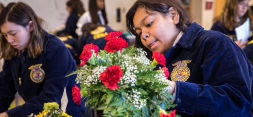 Jessica Vasquez arranges flowers at FFA conference