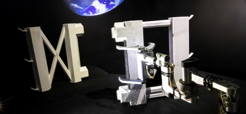 Cube arm assembling structures in space
