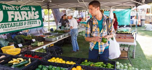 student buying produce at ASU Farmers Market