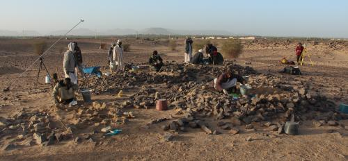 photo of Baker's team excavating a Kerma-period cemetery