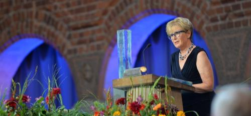 ASU Professor Emeritus Patricia Gober helps present Stockholm Water Prize.