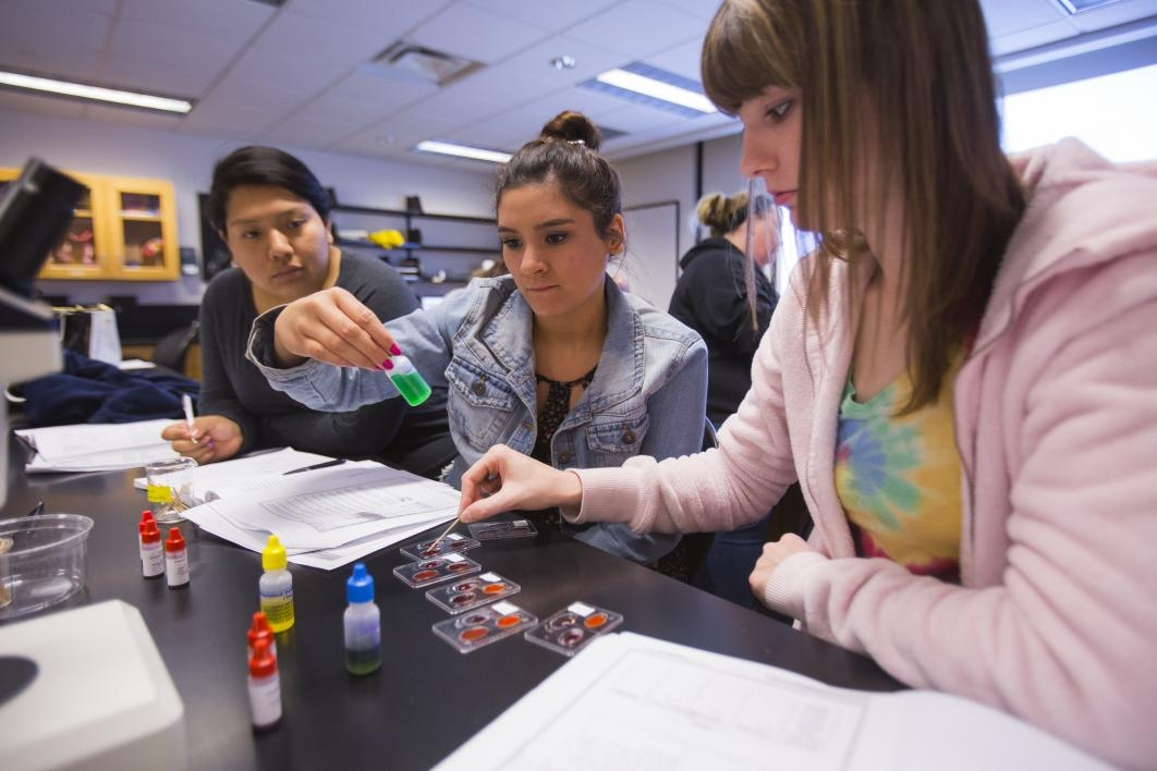 ASU Downtown Phoenix campus students in College of Integrative Sciences and Arts labs