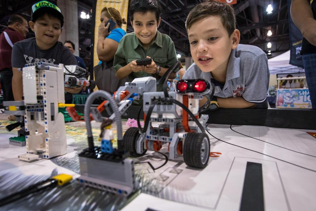 Kids explore robots at National Council of La Raza