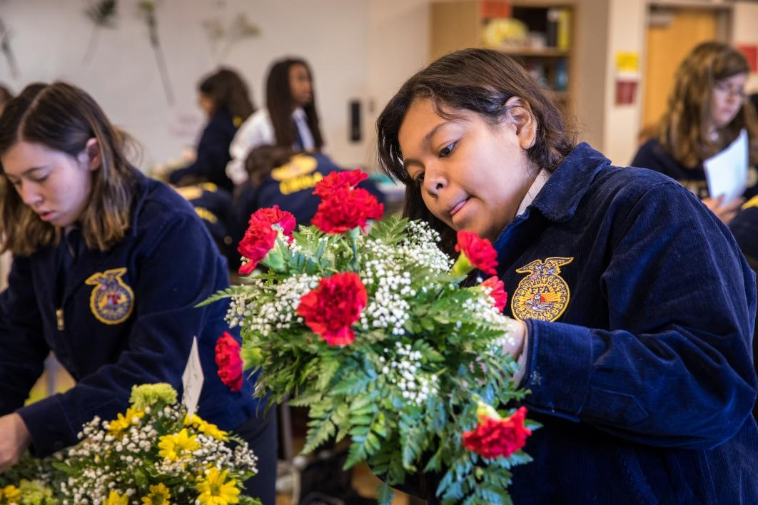 Jennifer Vasquez arranges flowers at the FFA Conference