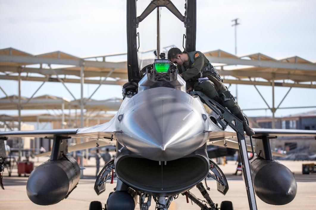 Luke AFB F-16