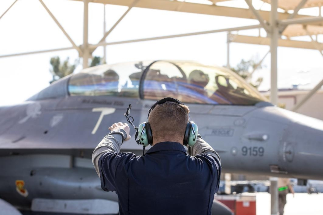 Marshalling out an F-16D at Luke Air Force Base