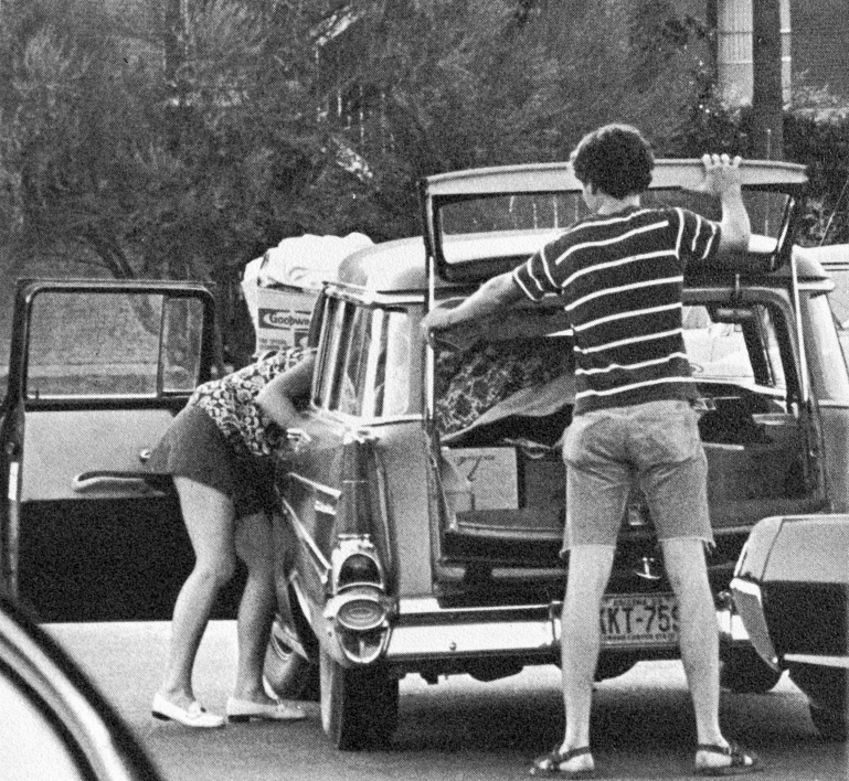 People unload a car during move-in in 1970