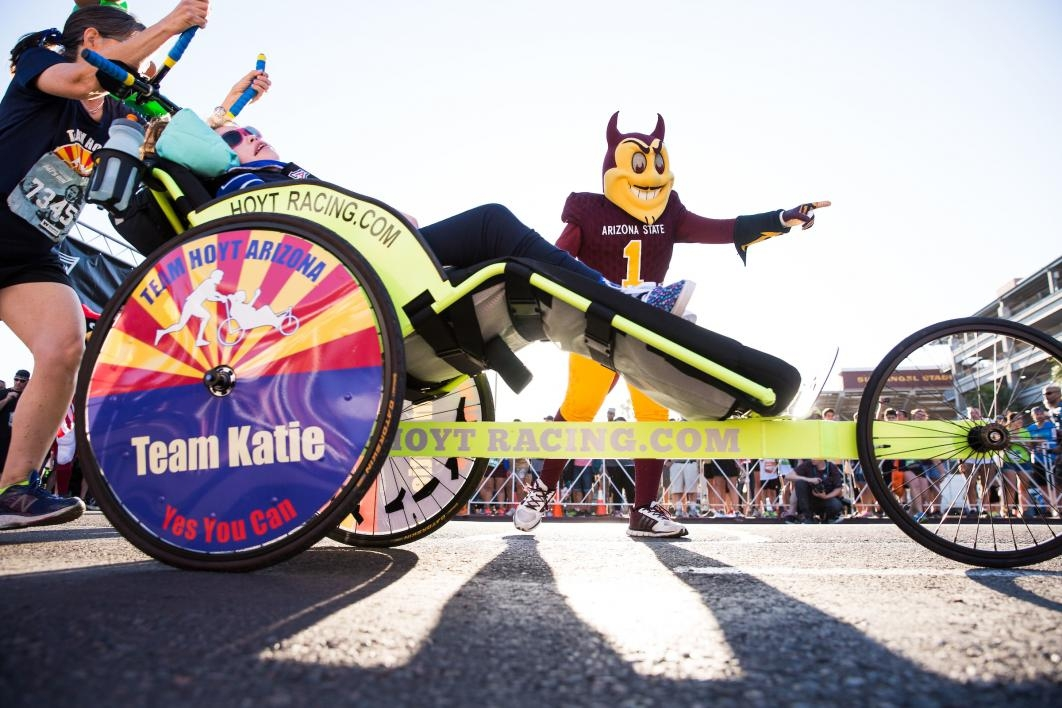 A race participant in a wheelchair and her family start Pats Run