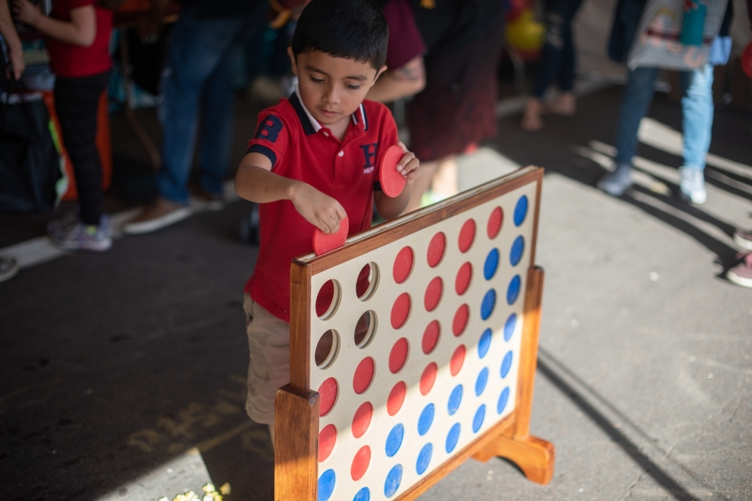 child plays giant connect four