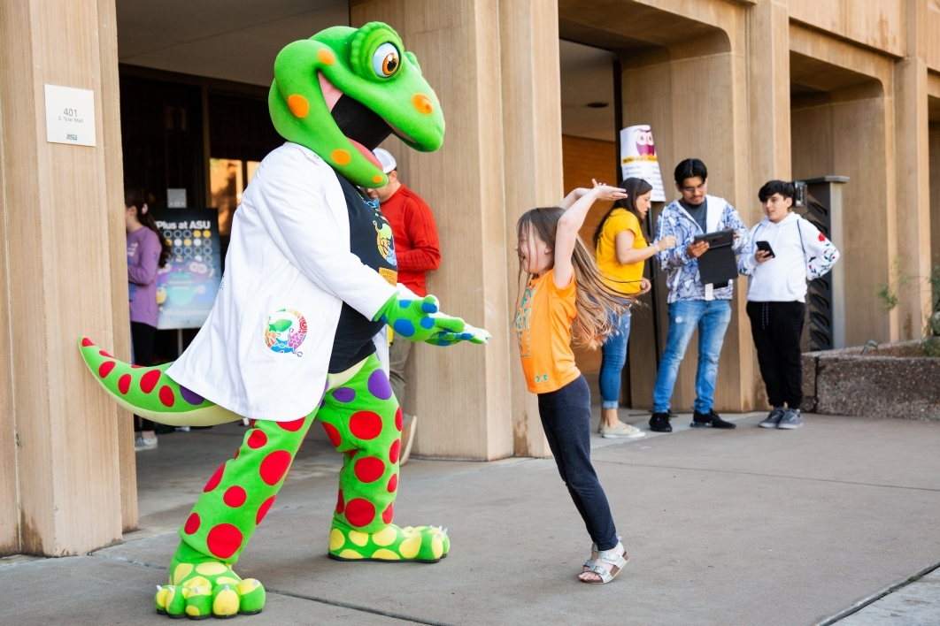 girl high-fiving gecko mascot
