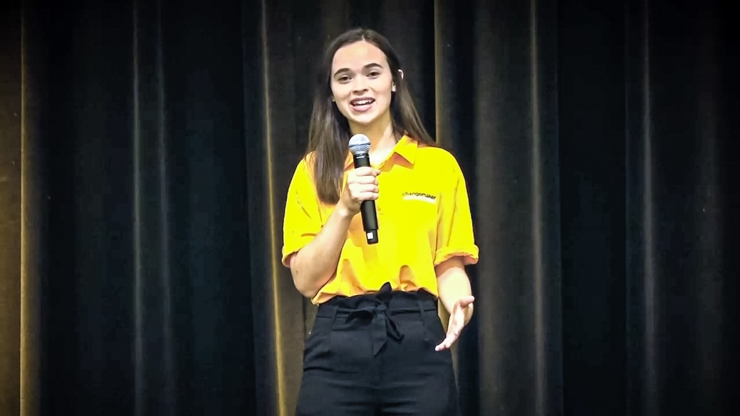 A student speaks at Sun Devil Welcome