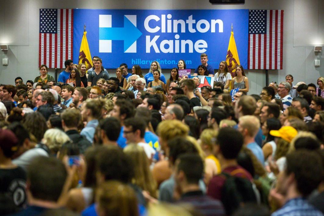 Nearly 800 people listen to Chelsea Clinton speak
