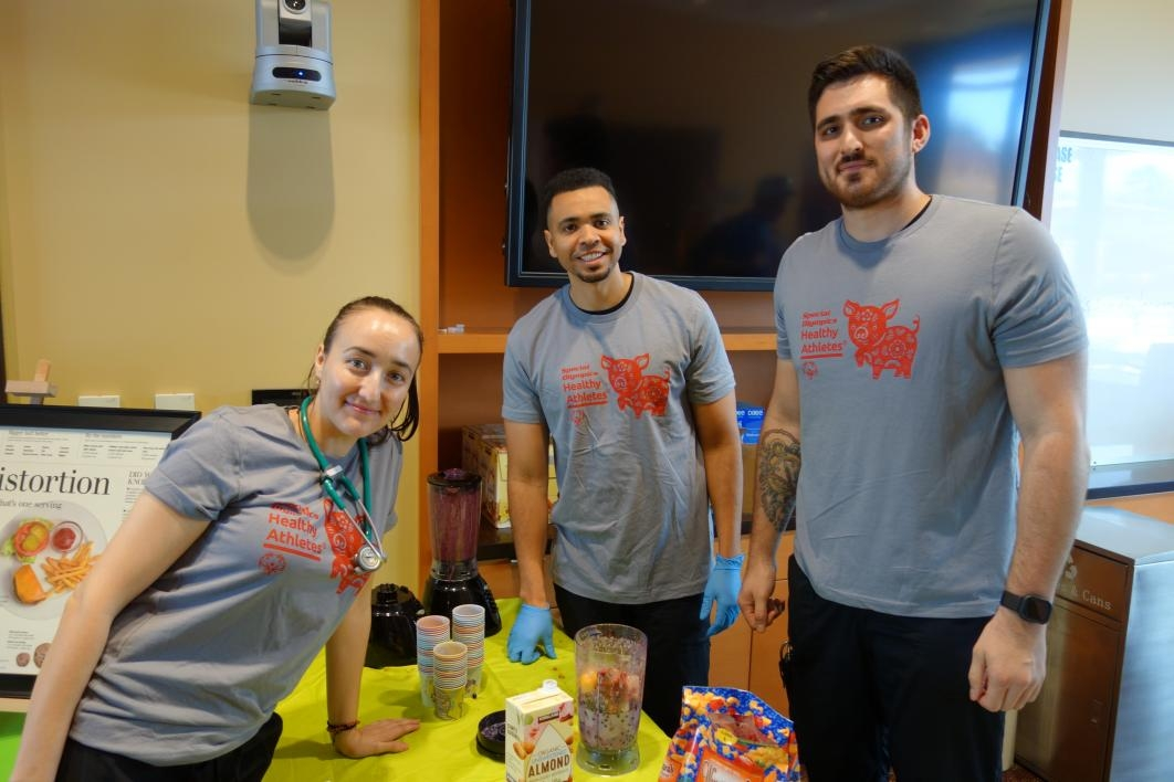 Nursing students Mihaela Dan, Jared Posey and Michael Wald prepare smoothies at the nutrition station