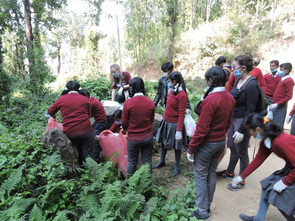 Clean-up project with Nepalese students