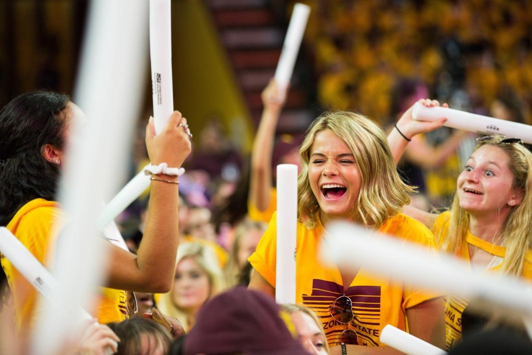 Students cheer at Sun Devil Welcome