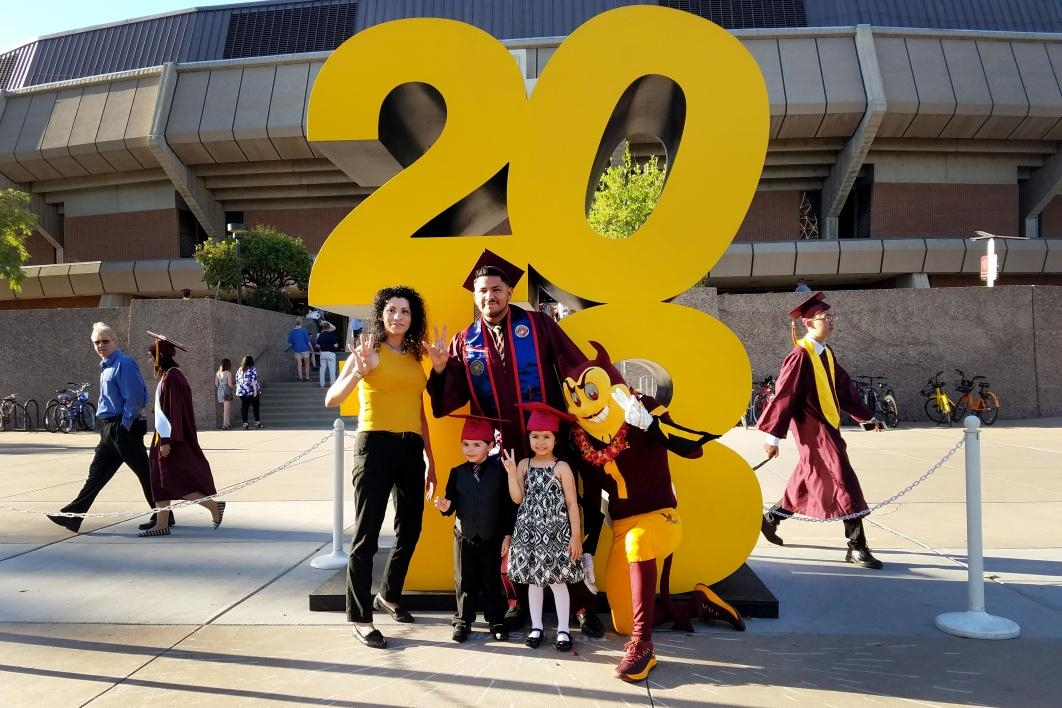Marine Corps veteran and mechanical engineering graduate Jovani Hernandez and family