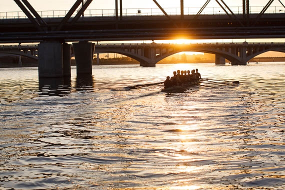 men's crew team rowing