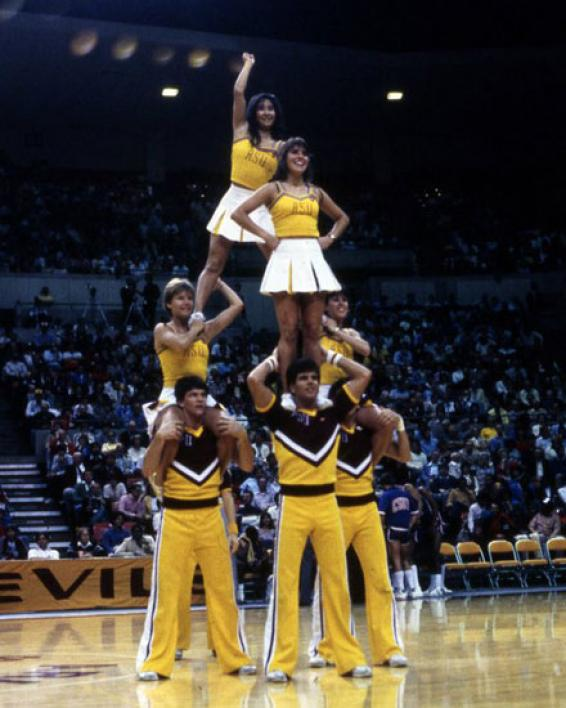 cheerleading squad performing