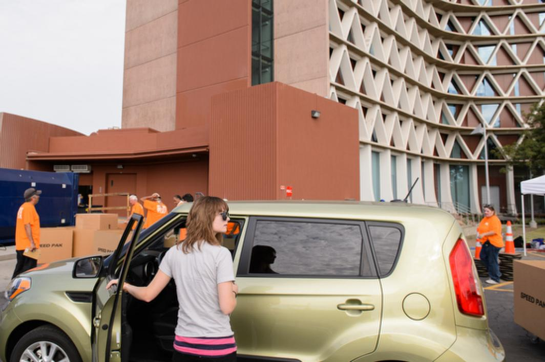 student unloading car on move-in day