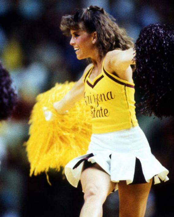 cheerleader performing