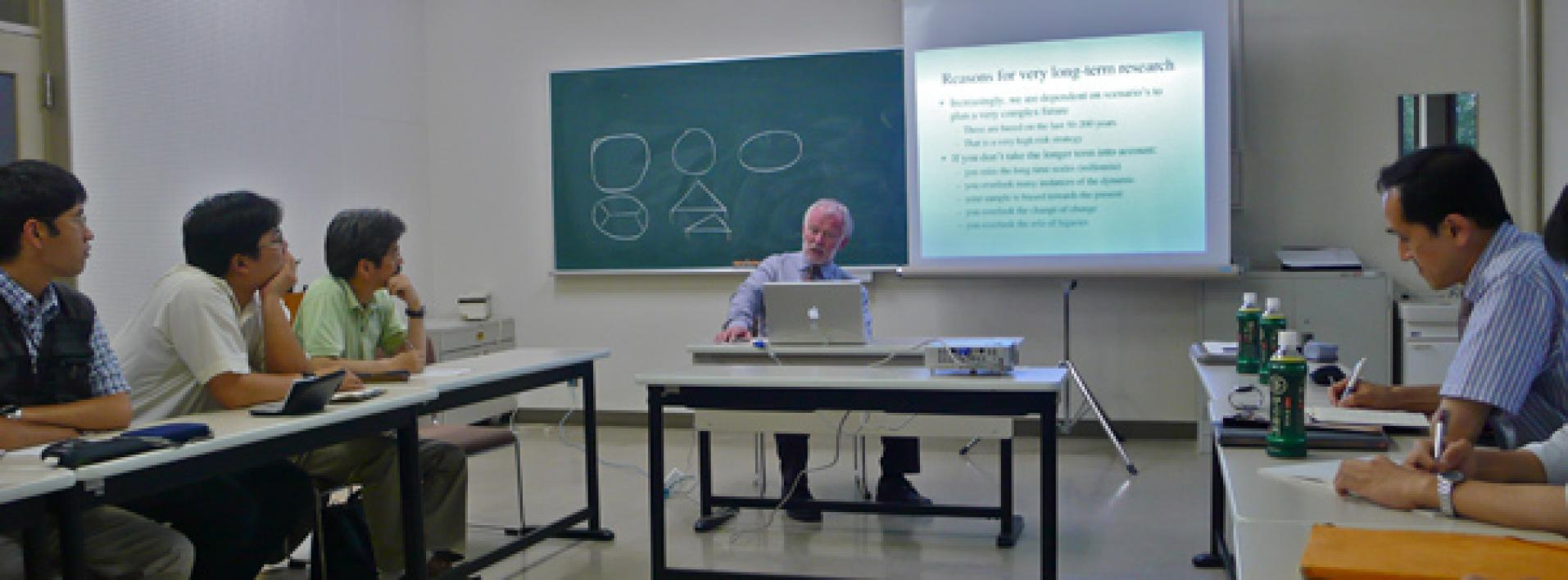 Sander van der Leeuw giving a talk at Fukuoka University in Japan