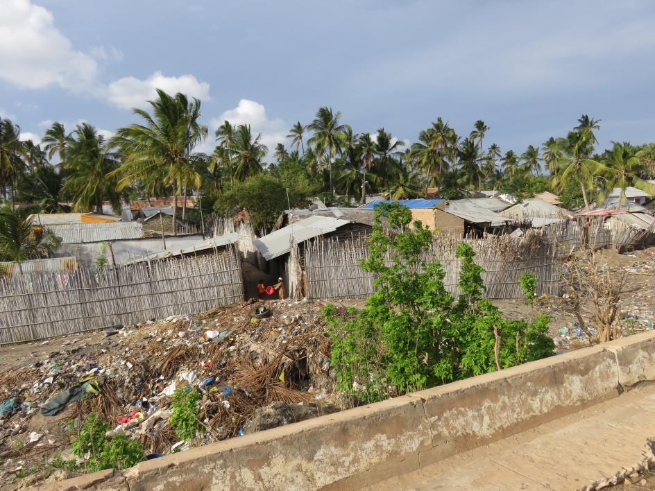 photo of a community trash heap in Mozambique