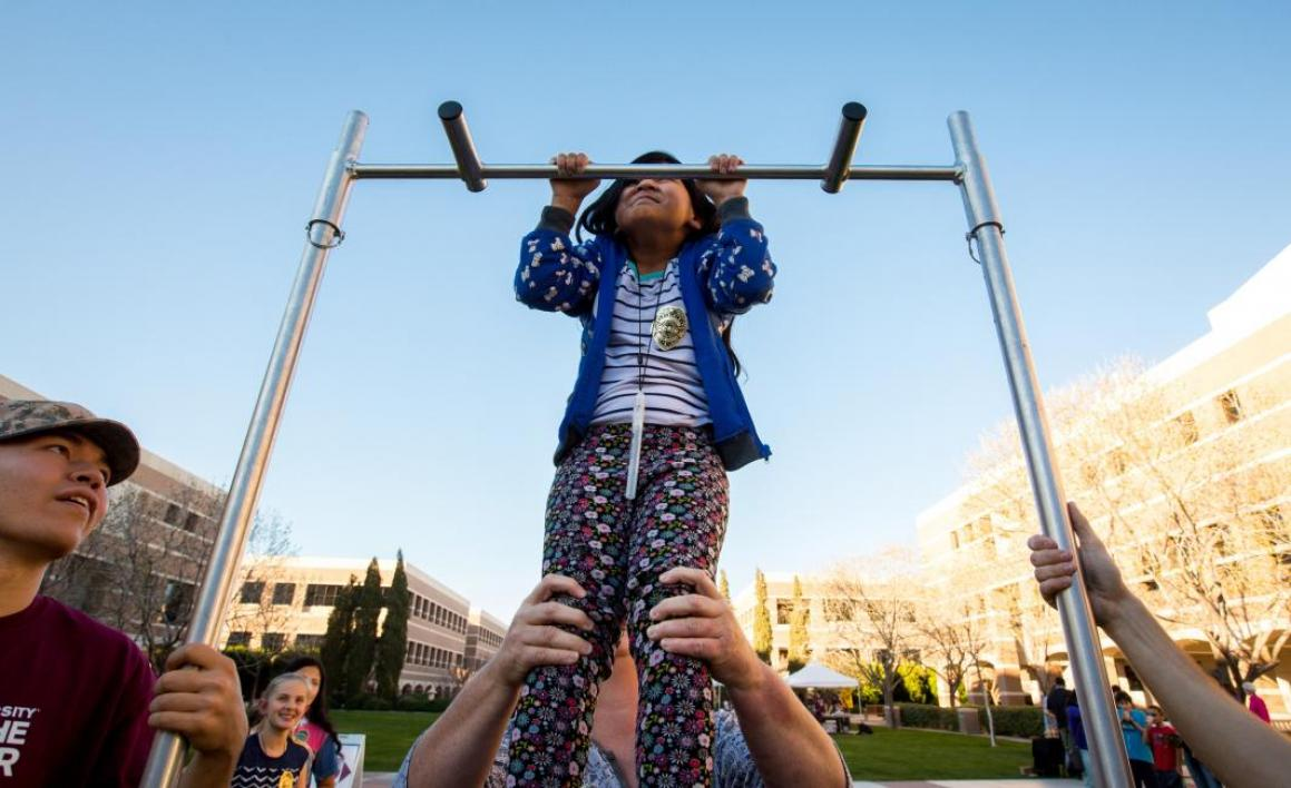 girl doing pullups