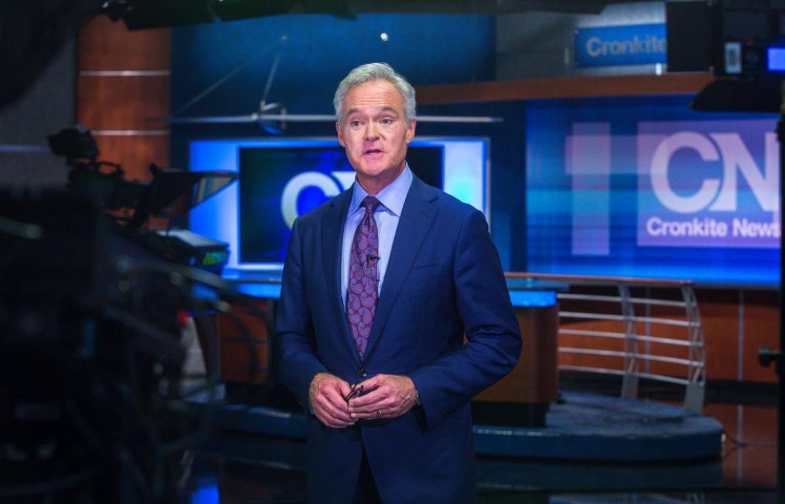 Scott Pelley in the Cronkite News Bureau newsroom