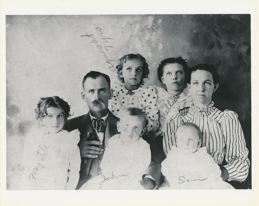 Agnes Smedley with her family