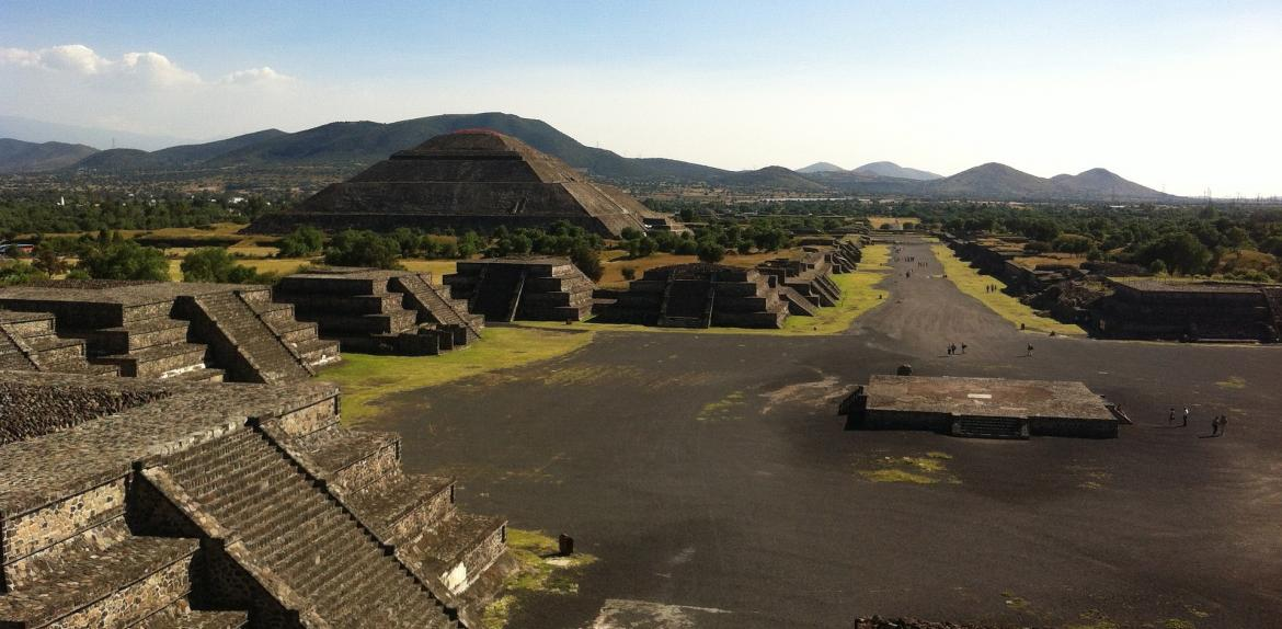 photo of Teotihuacan pyramids
