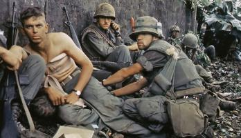 Soldiers tend to the wounded in the Vietnam War
