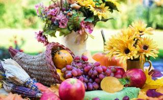 photo of Thanksgiving cornucopia with fruit and flowers