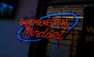 "Neon sign that says ""Entrepreneurial Mindset"""