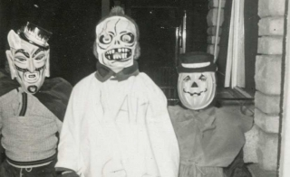 group of kids on Halloween - Oakenroad via Flickr