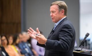 ASU President Michael Crow speaks at a Los Diablos alumni event
