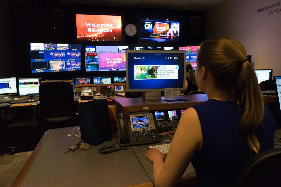 Cronkite News producer Emily Giordano makes a slideshow