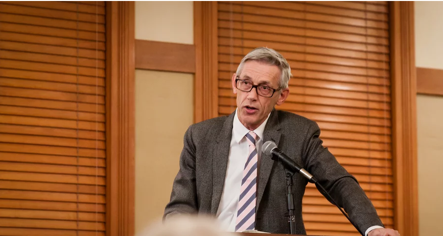 Sir Jonathan Bate speaks at ASU in 2015 / Photo by Bruce Matsunaga