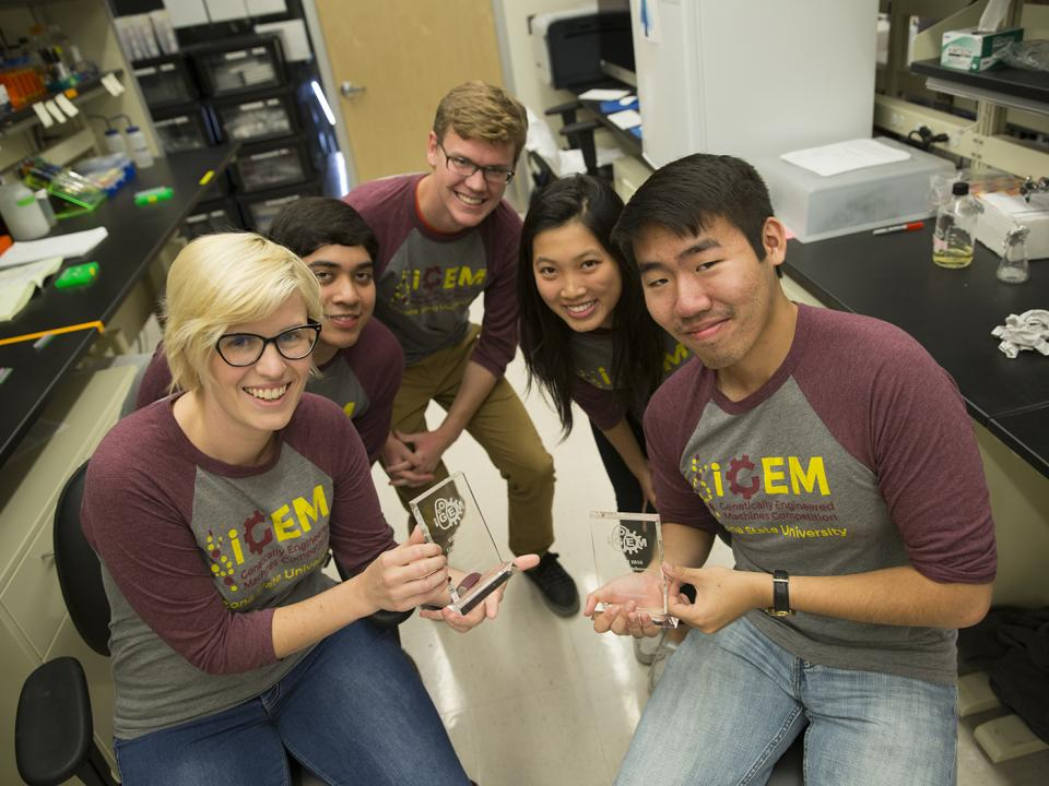students hold up award in ASU lab
