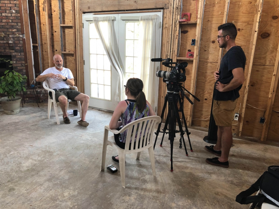 News21 student journalists interview a homeowner