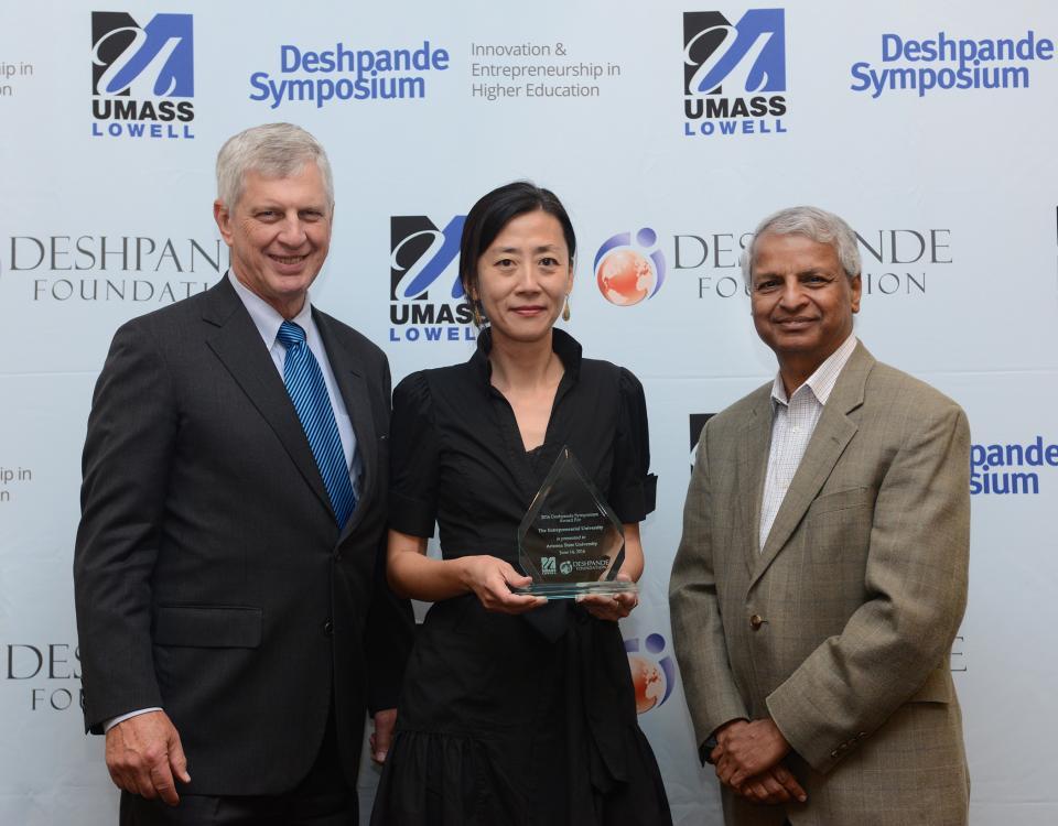 The presenting of the Deshpande Symposium award.